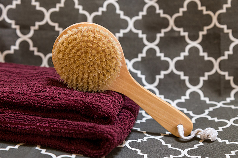 Dry Brush on maroon towels